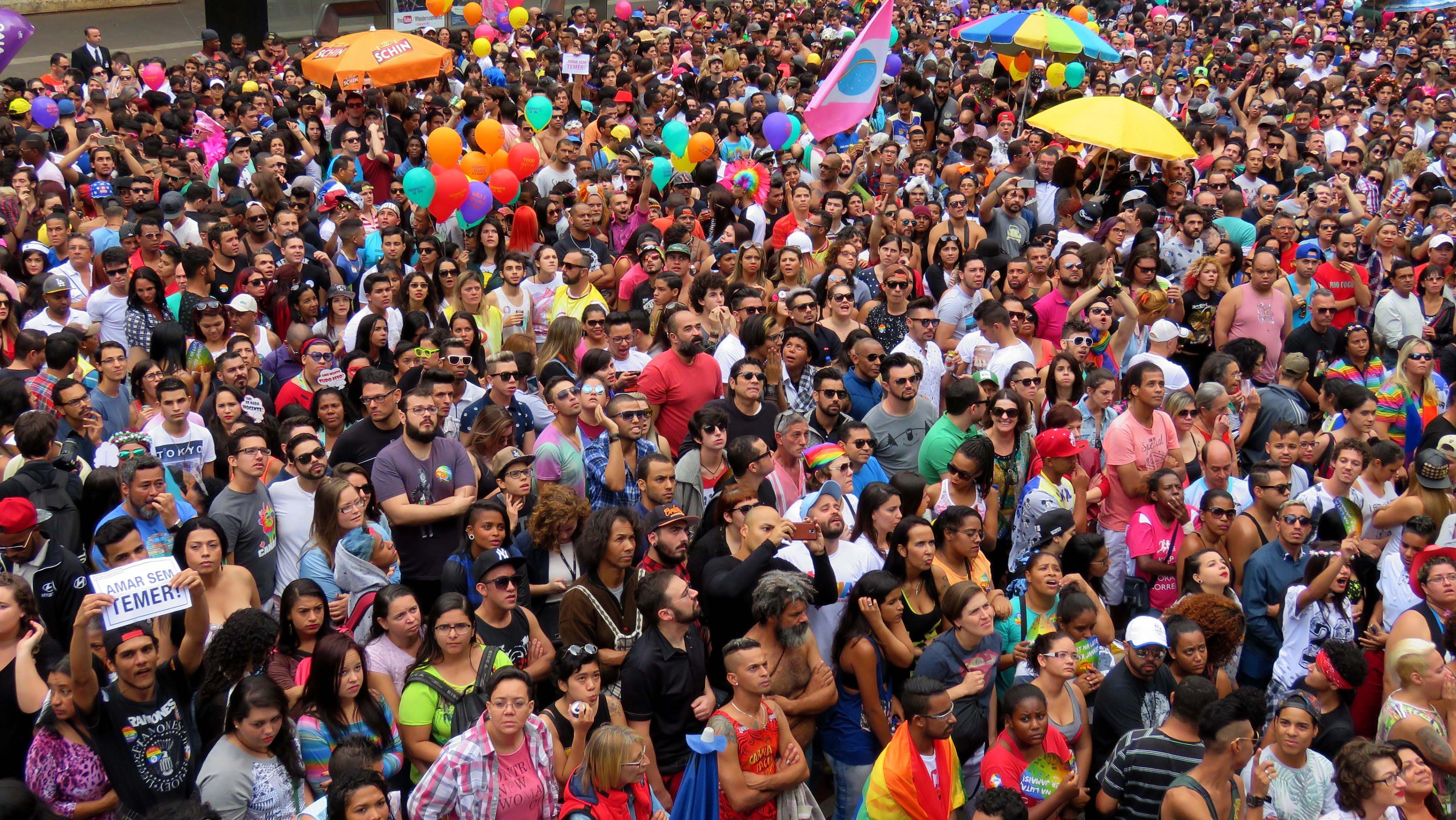 Mumbai Onur Yürüyüşü; Renk Müzik ve Sevgi Dedi
