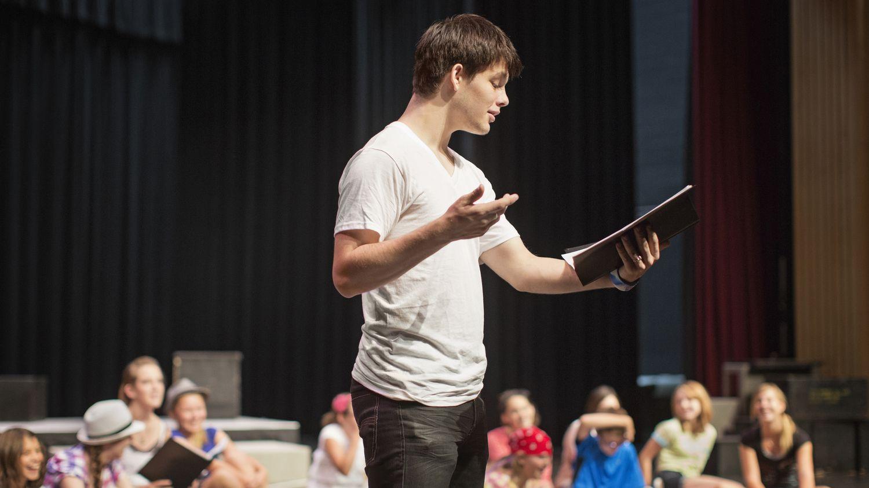 Lise Yönetimi Lezbiyen Karakter Yüzünden Tiyatro Oyununu İptal Etti