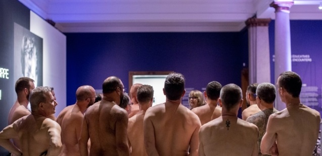 Homoerotik Sanat Sergisini Çıplak İzlediler