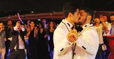 turkiyenin-ilk-evli-escinsel-cifti-korkmuyoruz-yaptigimiz-seyle-gurur-duyuyoruz-50328