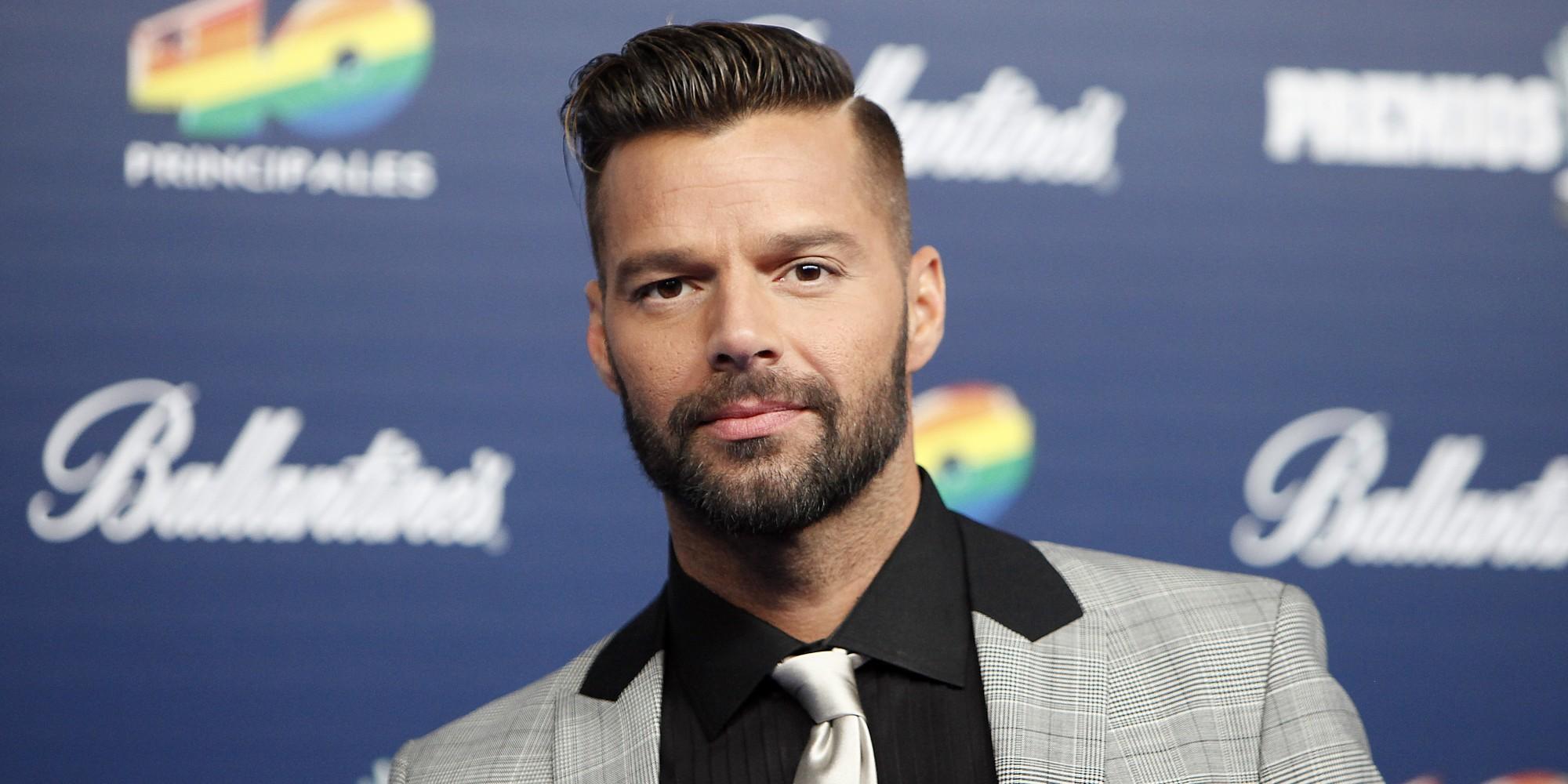 İzleyin: Ricky Martin; İlk Aşkım John Travolta'ydı