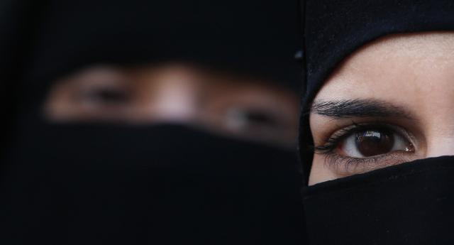 Müslüman İngilizlerin Yarısı 'Gay Seks Yasaklansın' Dedi