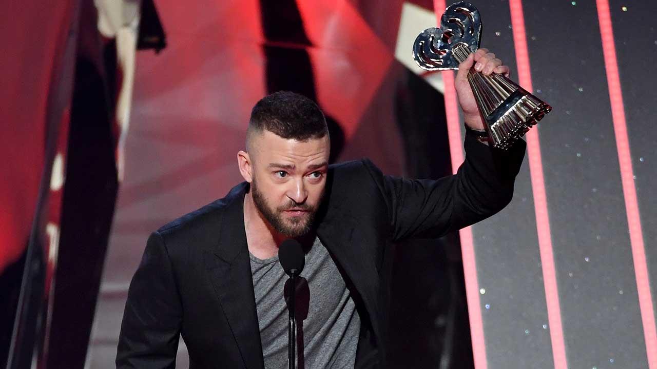 İzleyin: Justin Timberlake iHeartRadio Ödüllerinde LGBT'leri Duygulandırdı