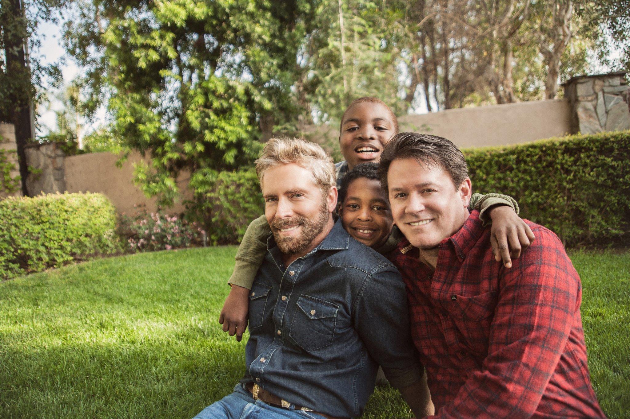 Tam 22 Yıl Boyunca Koruyucu Ailelik Yapan Gay Çiftin İnanılmaz Hikayesi
