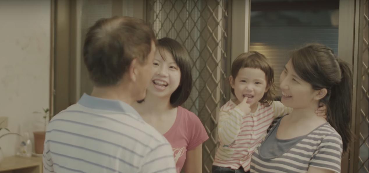 İzleyin: Lezbiyen Kızını Kabul Eden Bir Babanın Bu Videosu Kalbinizi Isıtacak