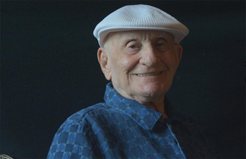 İzleyin: Eşcinsel Olduğunu 95 Yaşında Söyledi