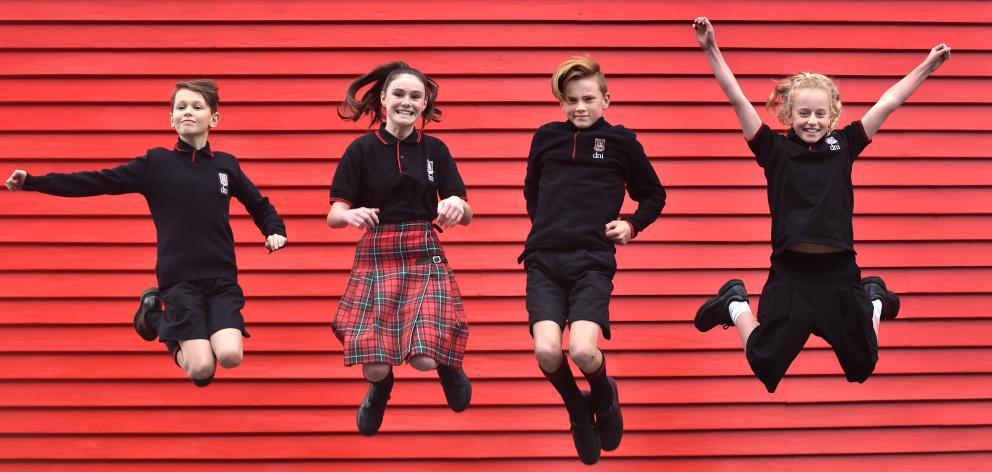 Yeni Zelanda'daki Bir Okul Cinsiyetçi Üniformaları Kaldırdı