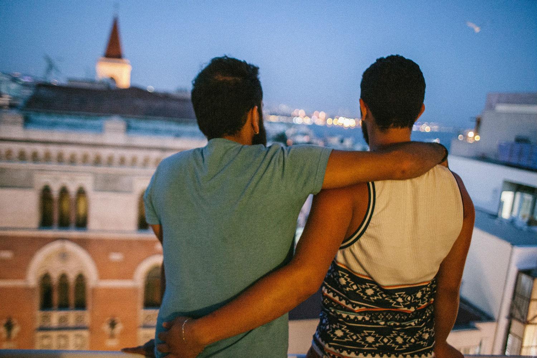 İzleyin: Gay Suriyeliler IŞİD Tarafından Öldürülmekten Fazlasını Yapıyor