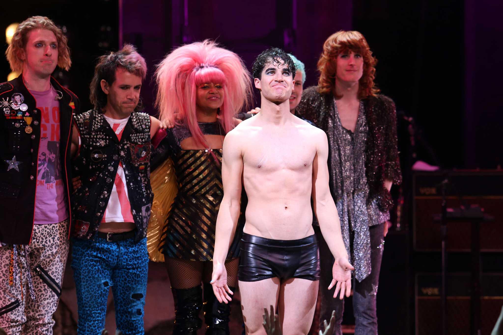Darren Chris'in Gay Porno Yıldızıyla Öpüşmesi Dedikodu Konusu Oldu