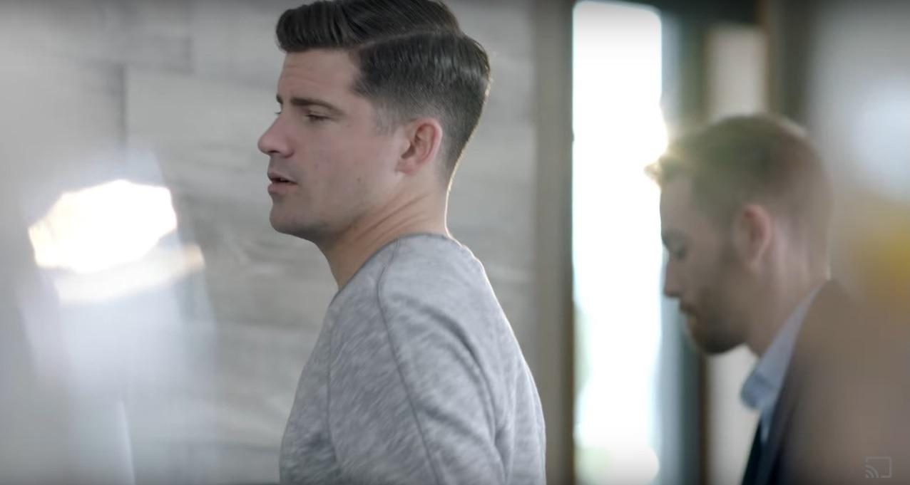 İzleyin: Google Reklamında Gay Babalar Var ve Bunda Büyütülecek Bir Şey Yok!