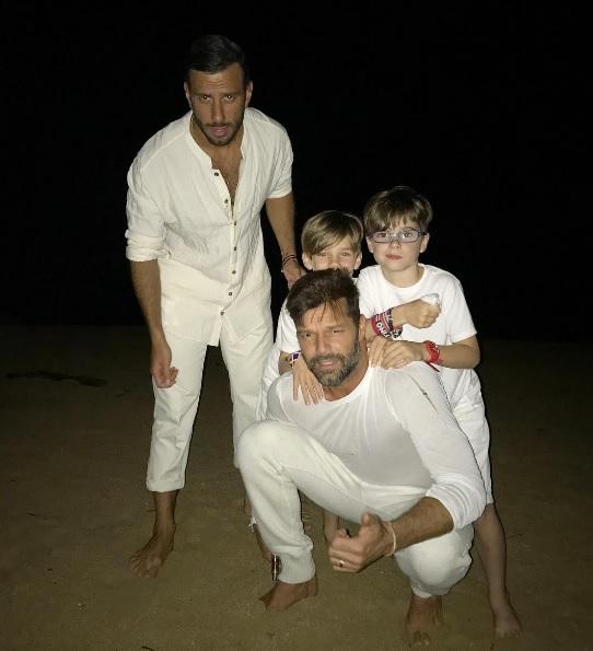 Ricky Martin, nişanlısı Jwan Yosef ve oğulları
