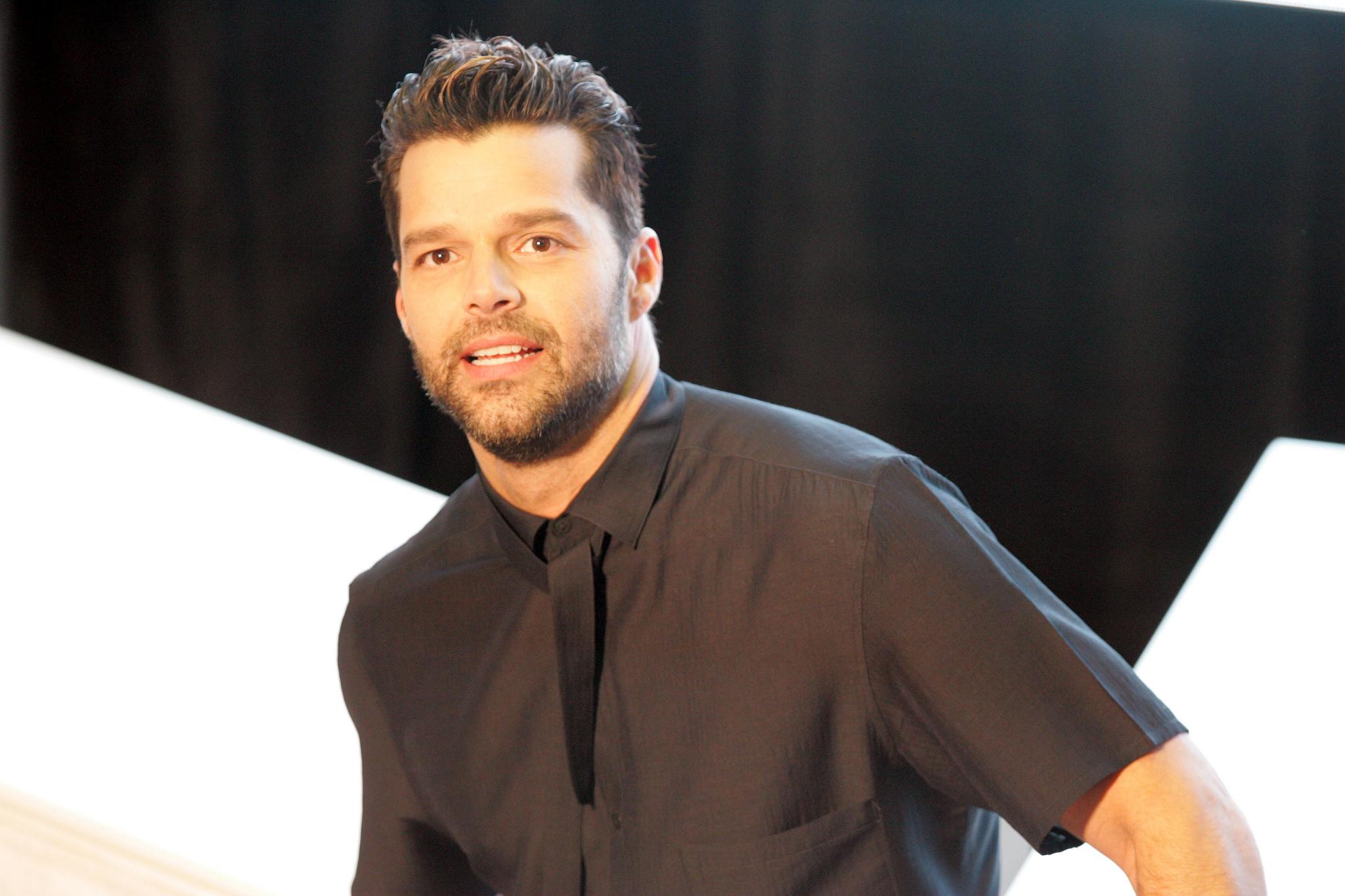 Ricky Martin Gay Olduğunu Açıklamak İçin Neden Beklediğini Anlattı