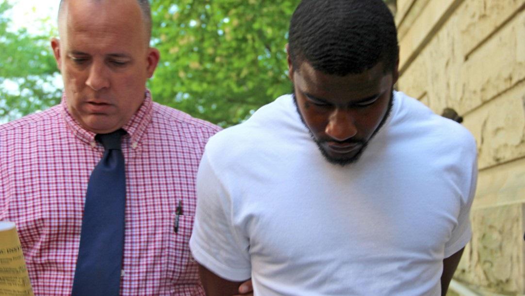 Öpüşen Gay Çifte Saldıran Futbolcuya Mahkeme; 'Nefret Suçu Değil' Dedi!