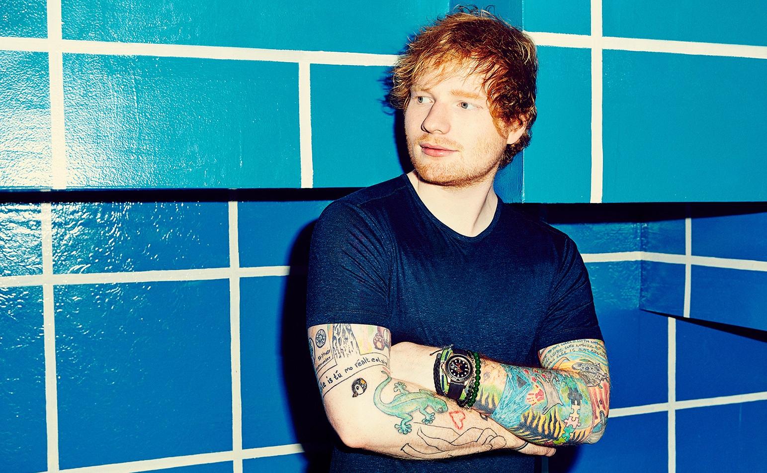 Ed Sheeran Londra Konserinde LGBT Bayrağını Dalgalandırdı