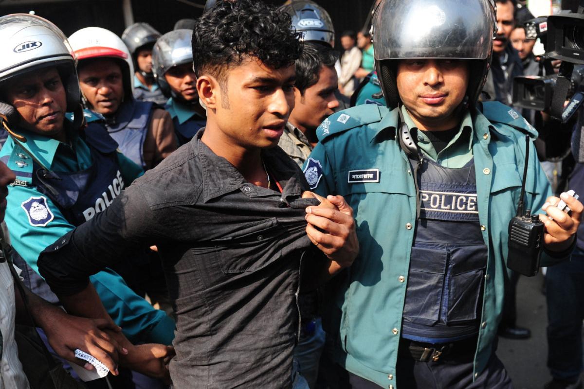 Terörle Mücadele Polisinden Eşcinsel Partiye Baskın!