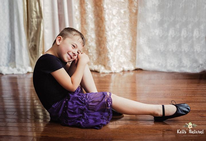Bir Anne, Elbise Giymeyi Seven Oğlunun En Güzel Fotoğraflarını Çekti