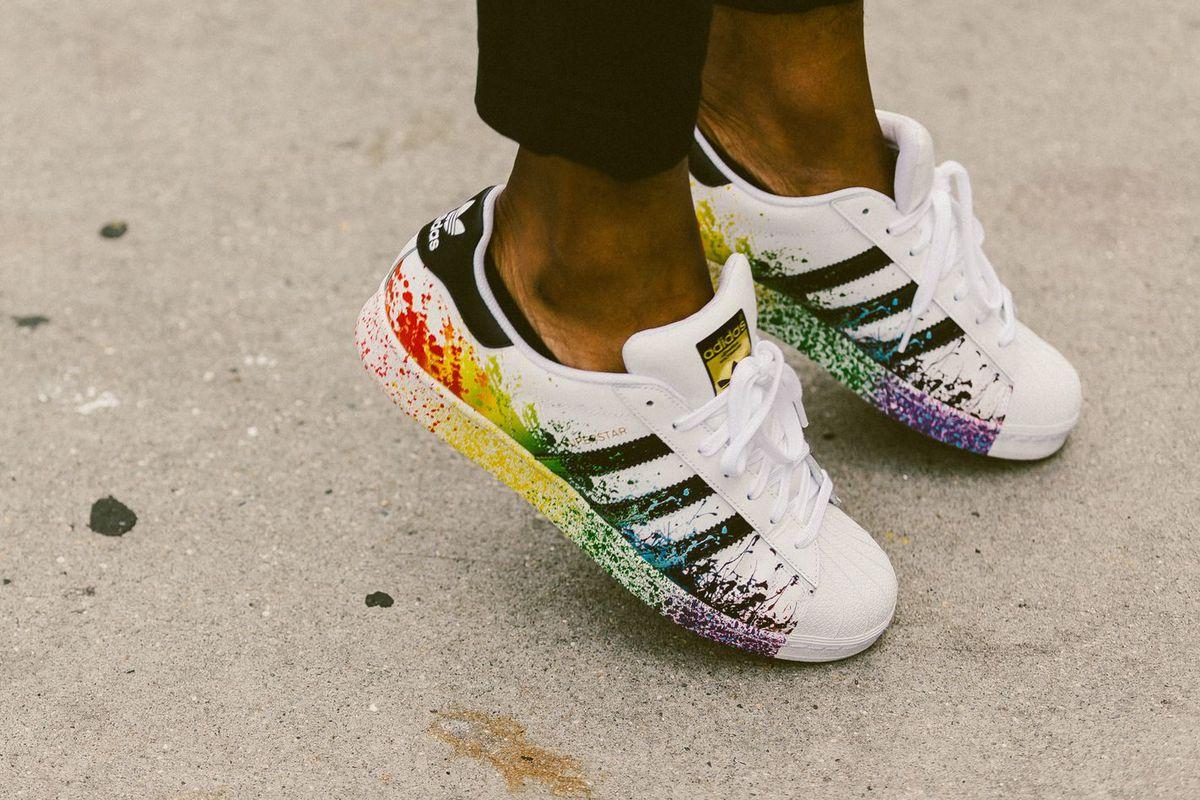 Adidas Onur Haftasına Özel Hazırladığı Ayakkabı Serisini Tanıttı!