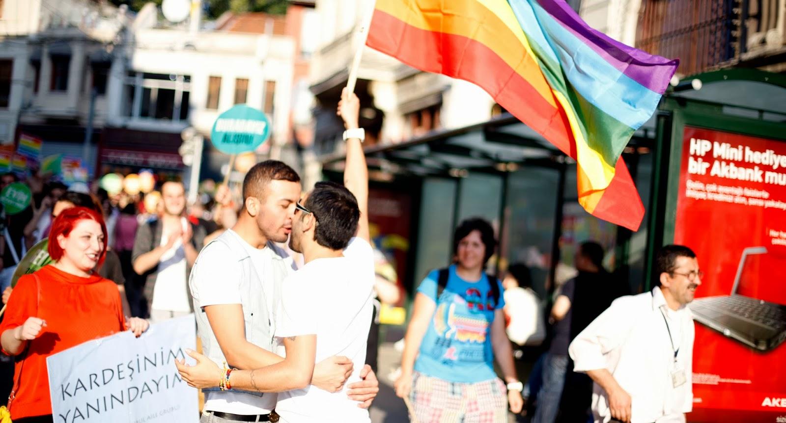 Onur Yürüyüşlerine Katılacak Heteroseksüeller İçin '12' İpucu