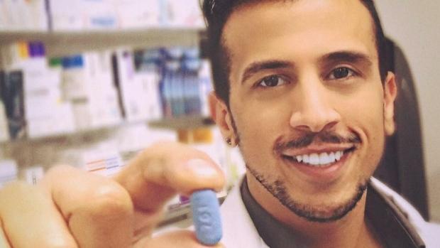 Gay Doktor HIV Karşıtı İlaçları Daha Ucuz ve Erişebilir Hale Getirmek İçin Savaşıyor