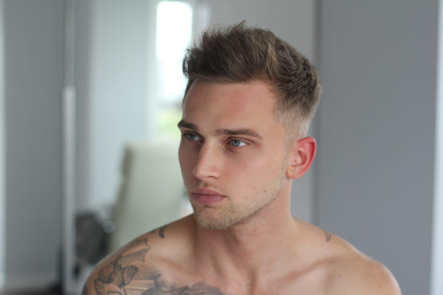Instagram Yıldızı Carl Cunard, Duygusal Bir Video İle Gay Olduğunu Açıkladı