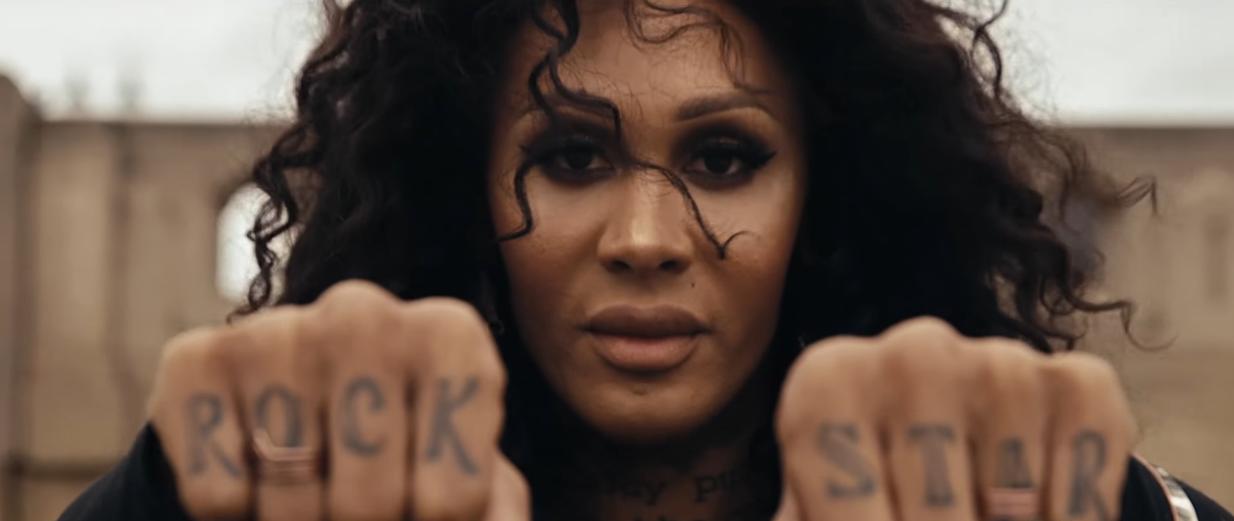 MAC Kozmetik'in Transseksüel Konularıyla İlgili Yeni Belgeseli 'More Than T'