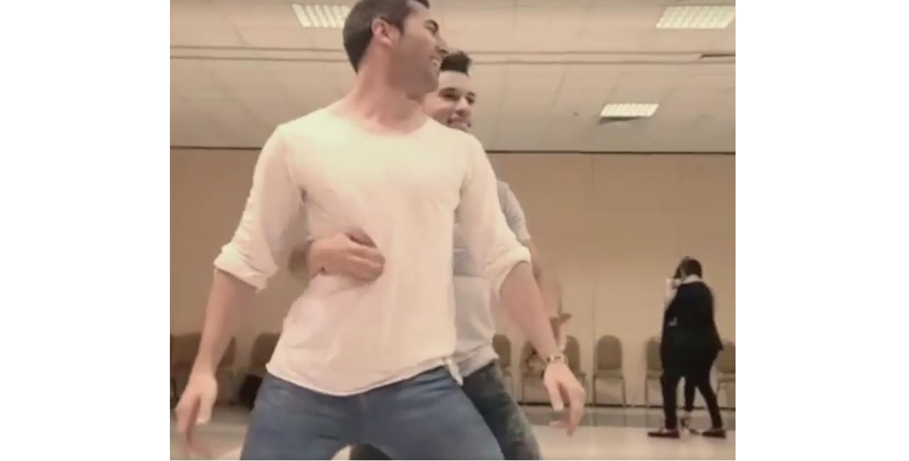 İzleyin: İki Erkeğin Dans Ettiği Etkileyici Video
