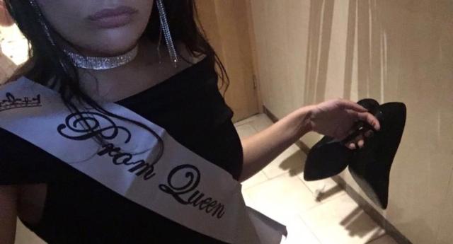 Galler'deki Bu Kız Birleşik Krallık'ın ilk Trans Mezuniyet Kraliçesi Oldu!