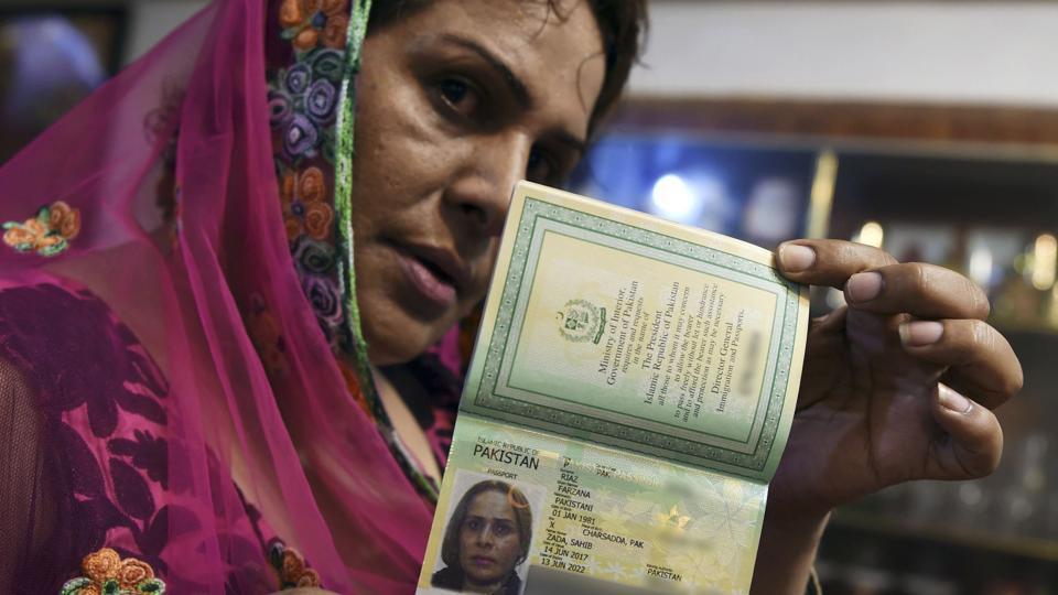 Pakistan İlk Cinsiyetsiz Pasaportunu Vererek Tarih Yazdı!