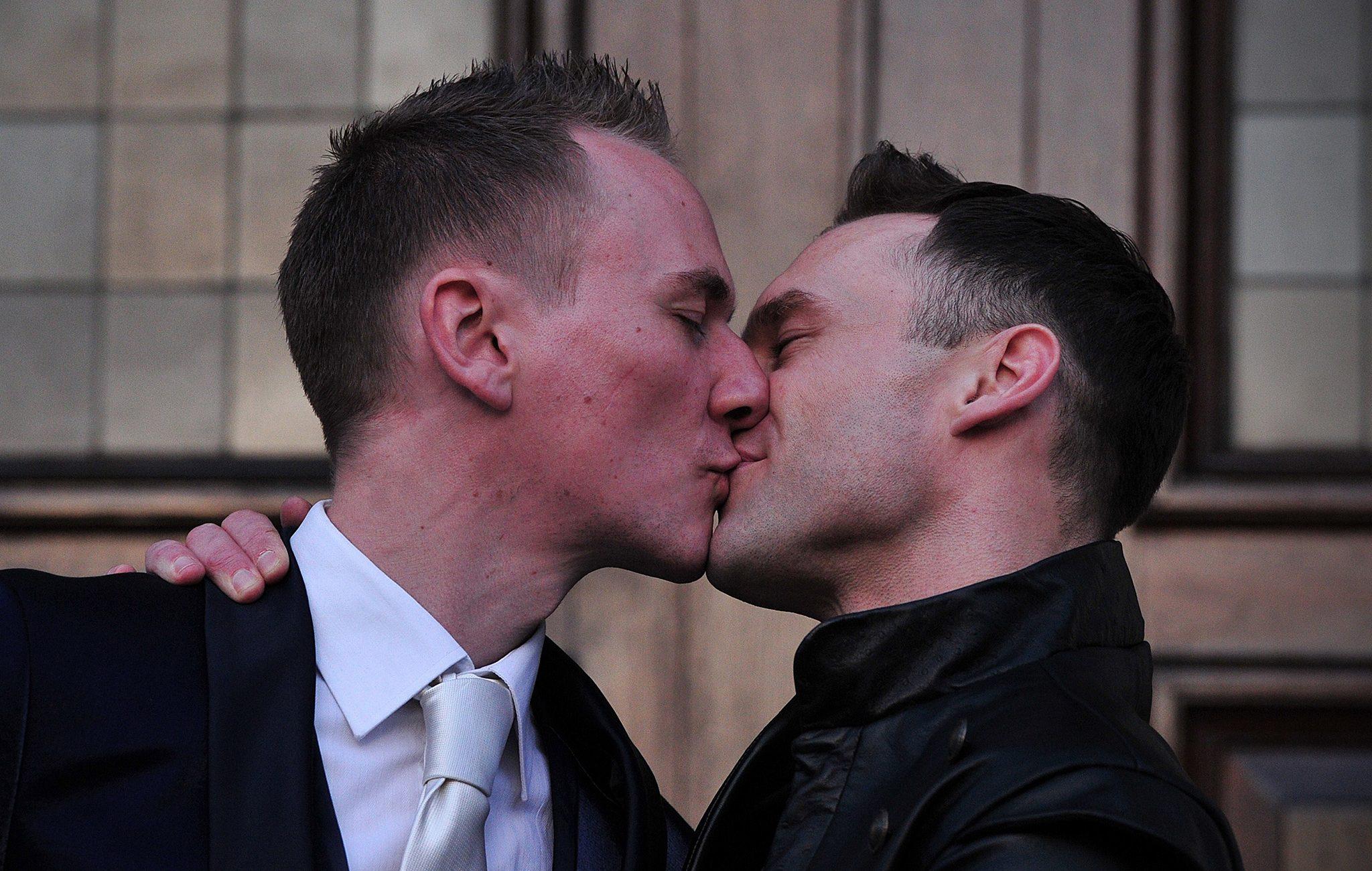 ŞOK! Büyük Britanya'nın Yüzde 40'ı Eşcinselliğin Doğal Olmadığına İnanıyor!