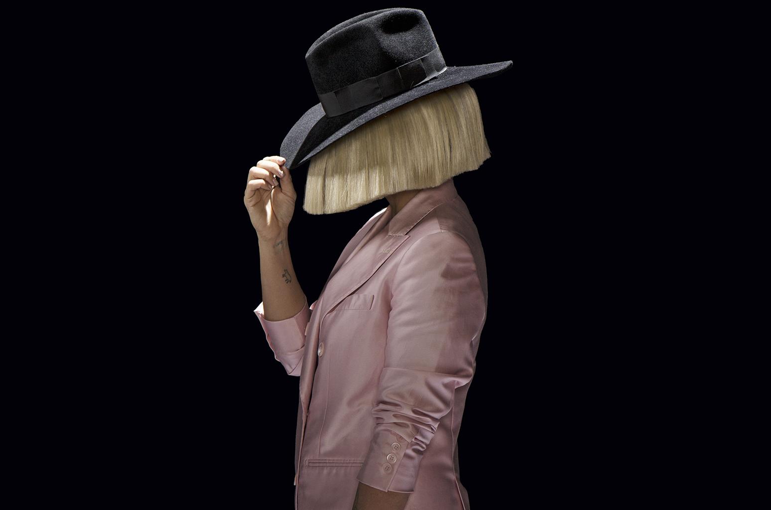 İzleyin: Sia Trans Hakları için Yüzünü Gösterdi!