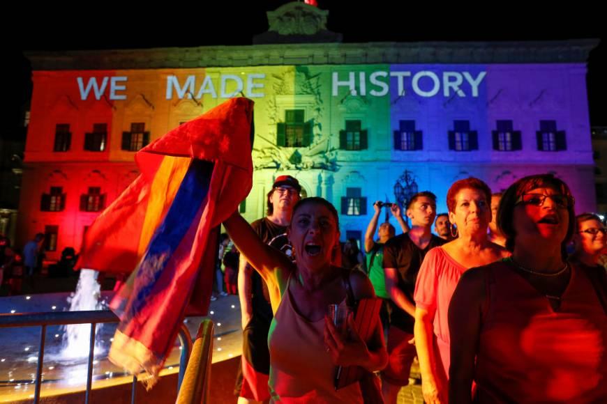 Küçücük Ada'da Tarih Yazdılar! Malta'da Eşcinsel Evlilikler Artık Yasal!
