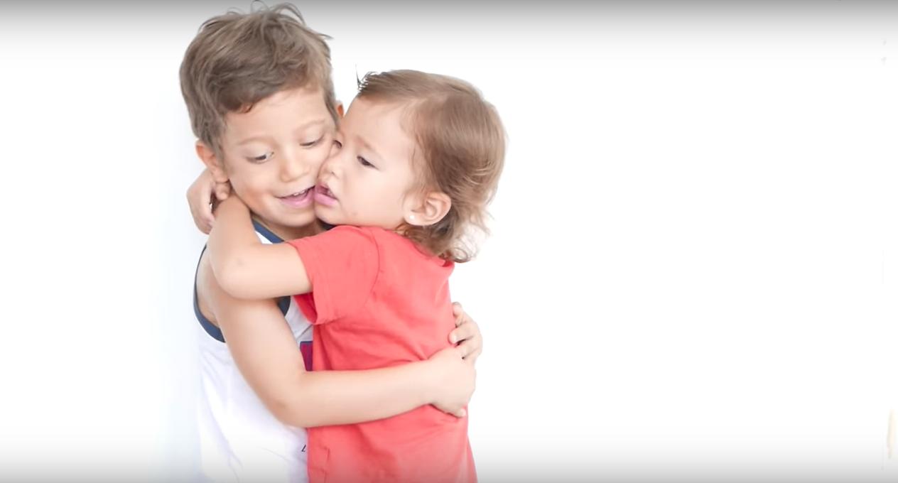 İzleyin: Eşcinsel Babalarına Olan Sevgilerini Bu Muhteşem Video İle Anlattılar..