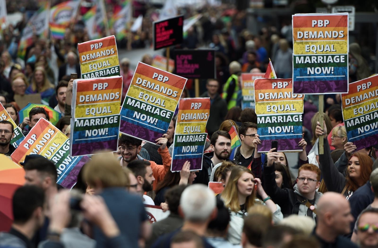 Kuzey İrlanda'da Yer Gök İnliyor! Evlilik Eşitliği İçin Oylar Verilecek!