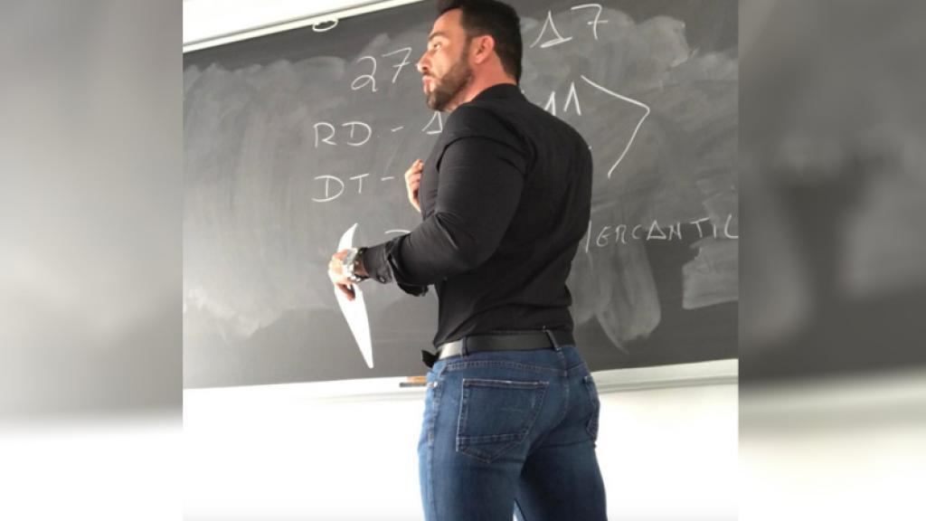 Latin Amerika'nın En Seksi Öğretmeniyle Tanışın