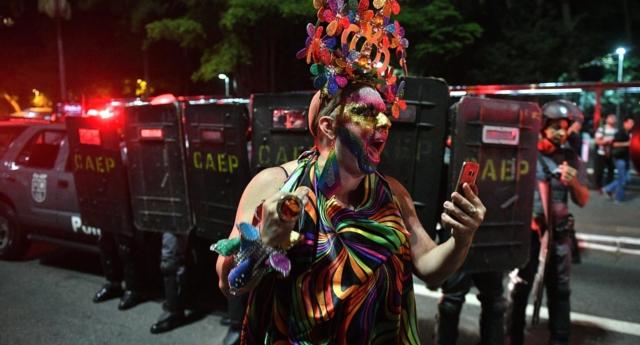 Binlerce İnsan Brezilya'daki Gay Terapisine Karşı Ayaklandı!