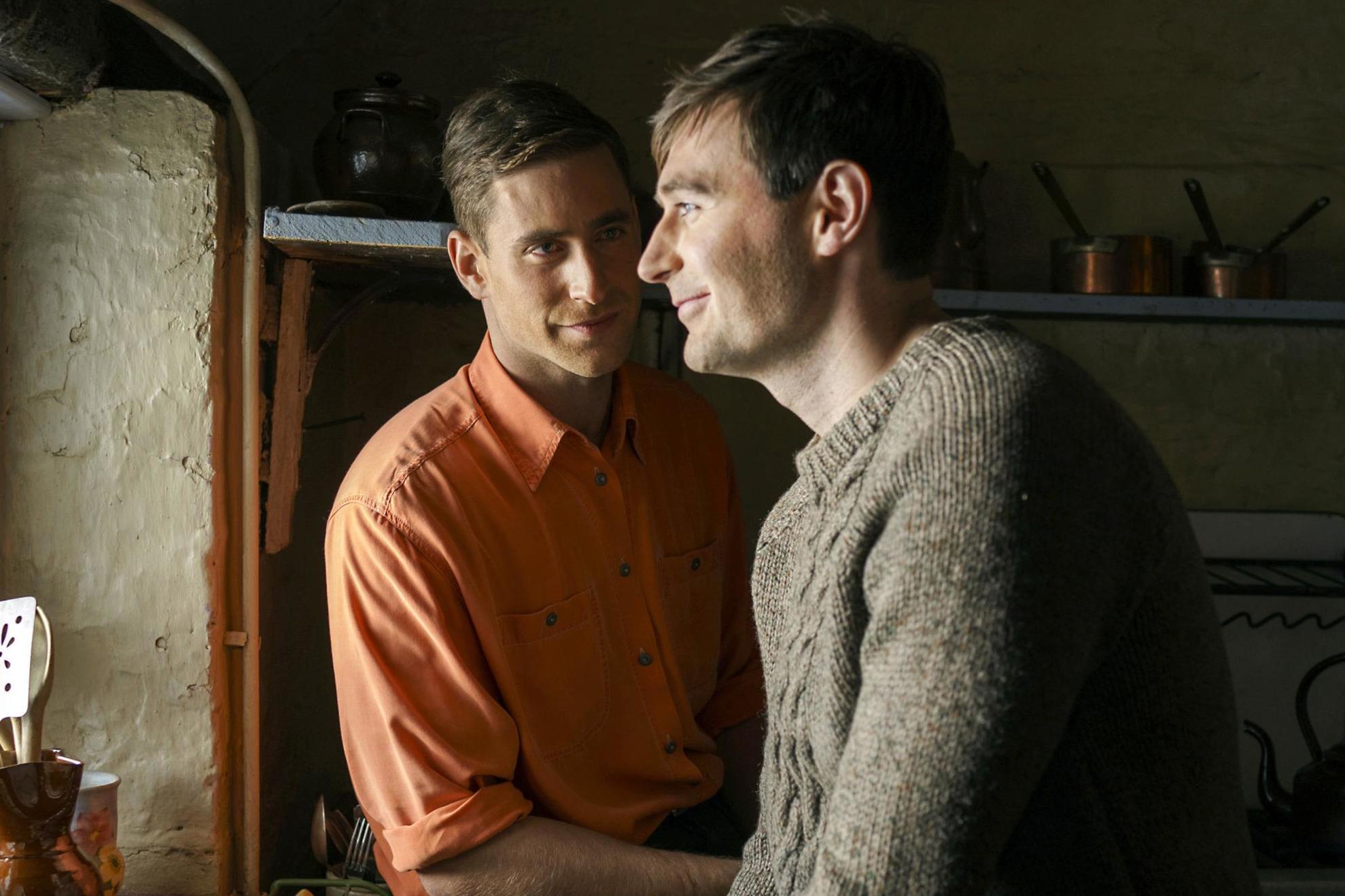 BBC, Eşcinsel Bir Erkeğe Homofobik Ebeveynine Açılmasına Yardım Etti