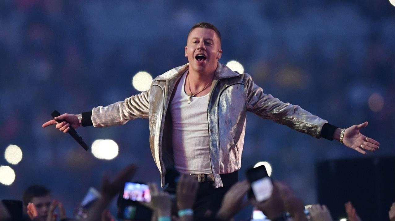 İzleyin: Macklemore Tepkilere Rağmen Eşcinsel Evlilik Temalı Şarkısını Söyledi