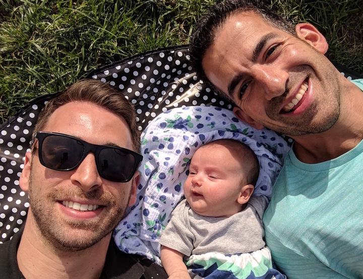 Eşcinsel Babalar ve Kızlarının Hayatını Anlatan Yeni YouTube Serisi 'Two Men And A Baby'