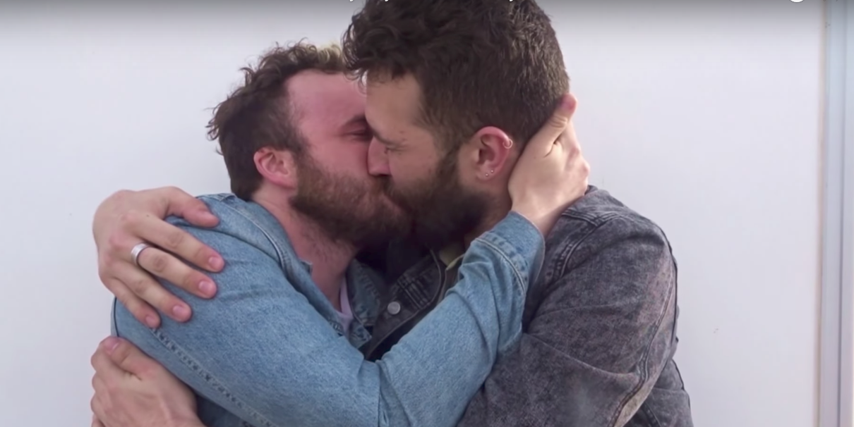 İzleyin: Ünlü Youtuber, Sevgilisine Evlenme Teklifi Etti