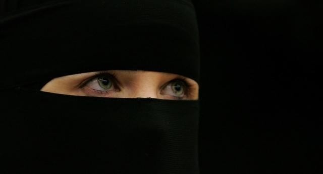 Hem Müslüman Olup Hem Eşcinsel Olmak Nasıl Bir Şey? Lezbiyen Kadın Anlattı