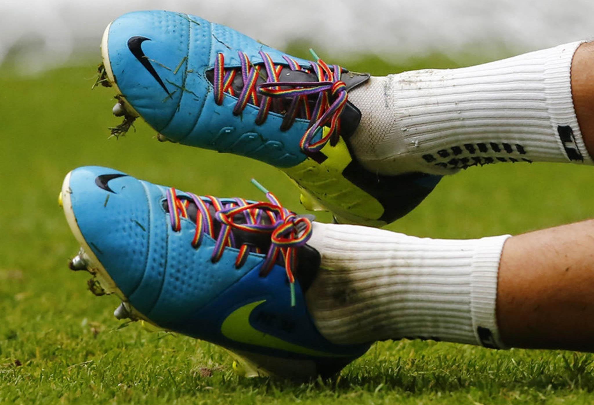 FIFA, Homofobik Davranışlar Sergileyen 16 Ülkeye Toplam 51 Ceza Verdi!
