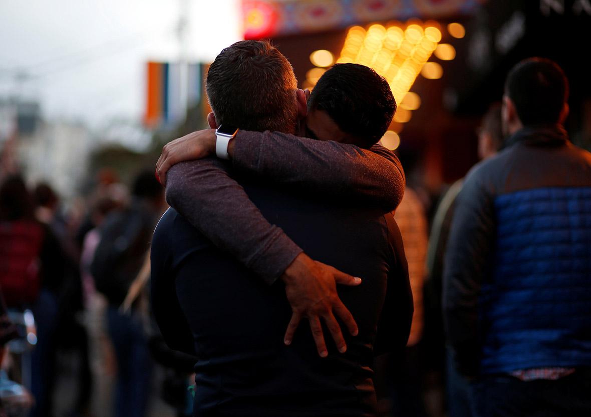 Londralılar, Avustralya'daki Evlilik Eşitliğini Desteklemek İçin Birbirlerine Sarılacak