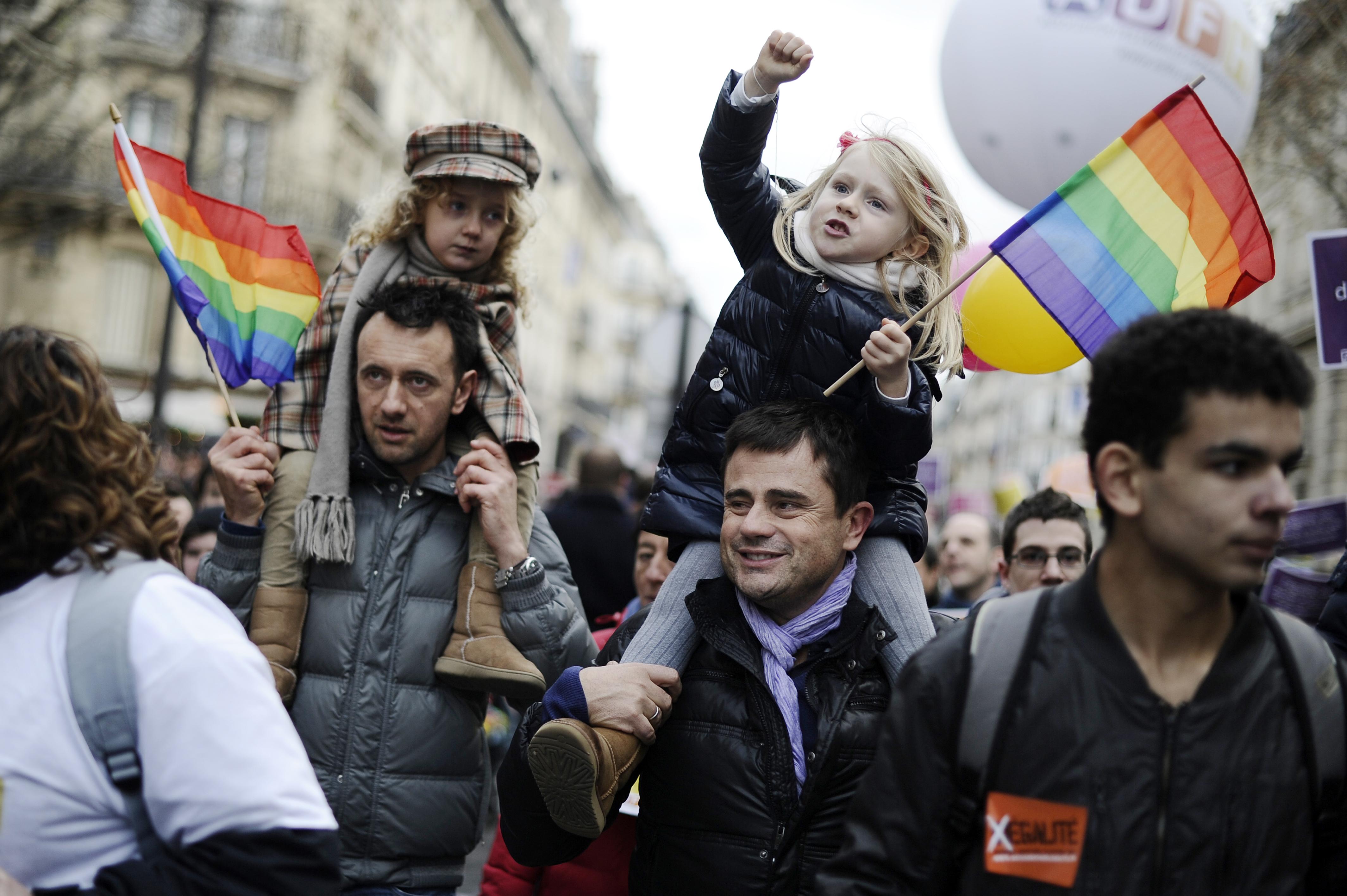 Cinsel Ayrımcılık LGBT Ebeveynlerden Çok, Çocuklar İçin Zararlı!