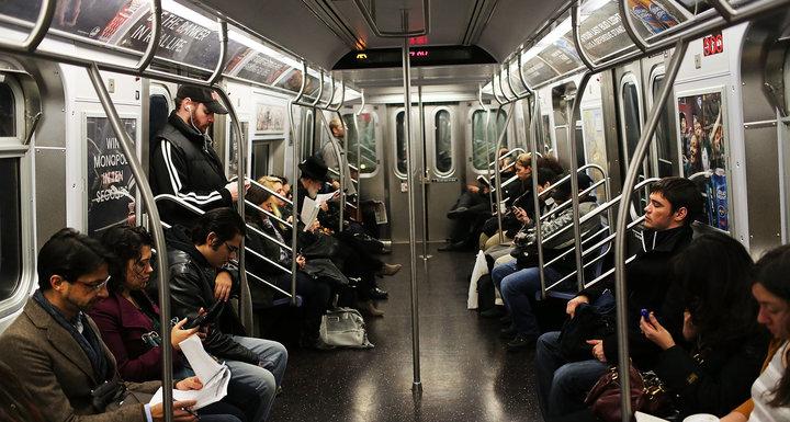 """NYC Transport, """"Bayanlar ve Baylar""""ı Cinsiyetsiz Duyurularla Değiştiriyor!"""
