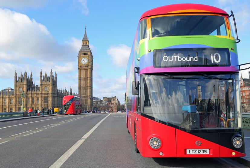 Tur Otobüsü Evsiz LGBT'lere Ev Oldu