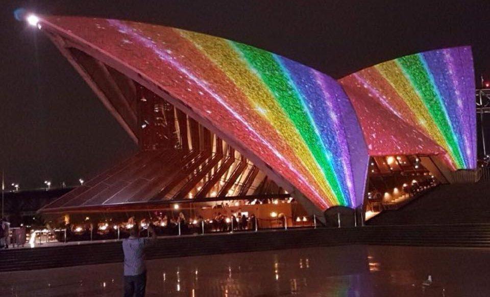 Sydney Operası, Mardi Gras İçin Gökkuşağı Renklerine Büründü!