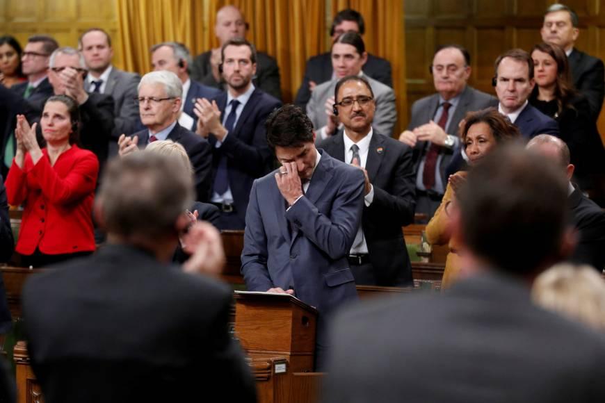 İzleyin: Justin Trudeau, LGBT'lerden Ağlayarak Özür Diledi!