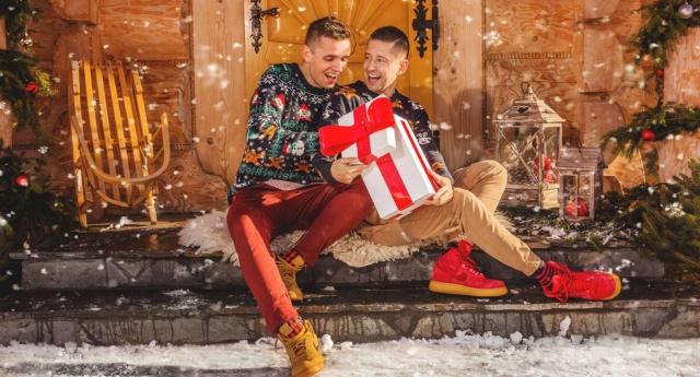 İzleyin: Eşcinsel Çift Maruz Kaldıkları Homofobik Zulümden Bir Şarkı Çıkardı