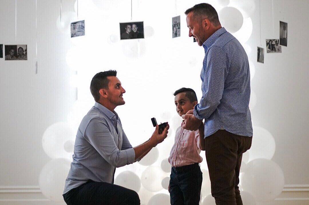 Avustralya'ya Evlilik Eşitliği Geldikten Sonra, İlham Verici Eşcinsel Babalar Nişanlandı
