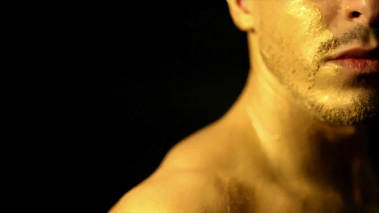 Peki Türkiye'deki Eşcinsel Erkek Oyuncular ve Şarkıcılara Ne Olacak?